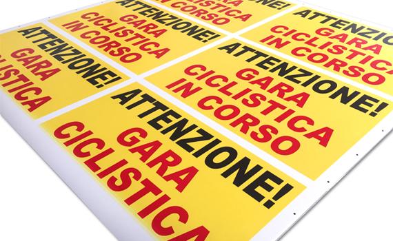 Stampa su polionda cartelli stradali per gara ciclistica