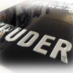 Targa con lettere sagomate accoppiate su plexiglass