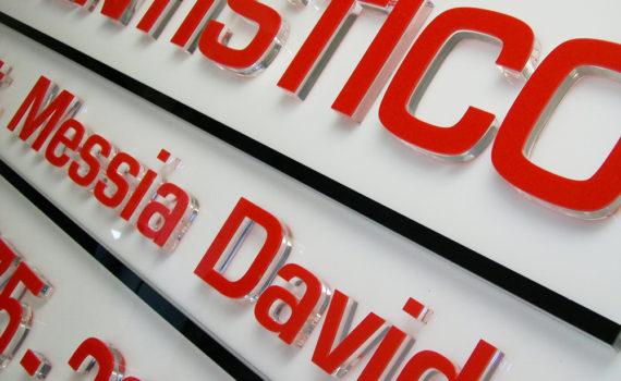 Targa con lettere fresate in plexiglass sps 20mm per targhe accoppiate